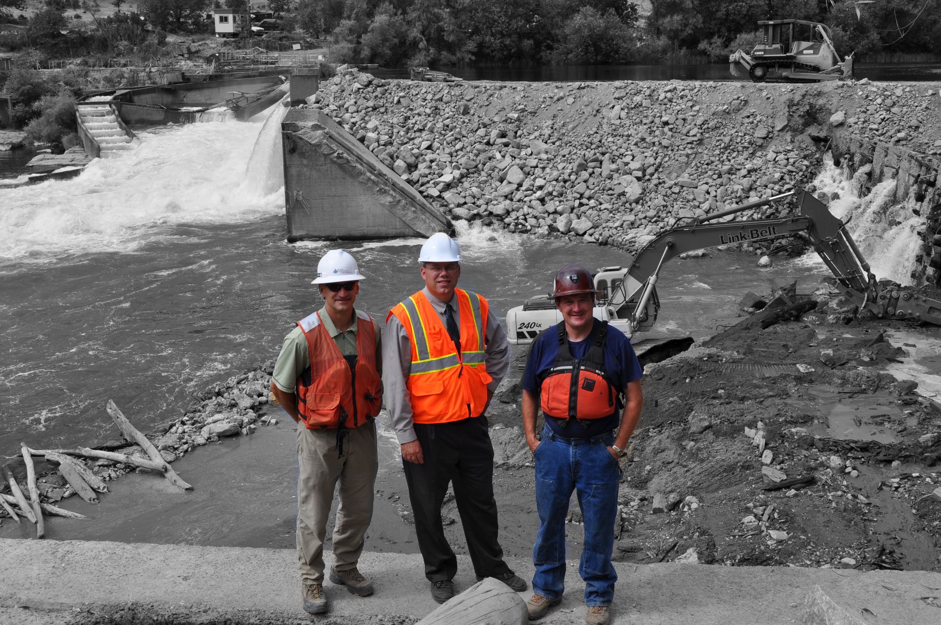 gold ray dam removal project managers during construction
